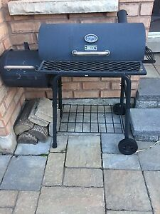 CHARCOAL BACKYARD GRILL SMOKER! LIKE NEW!
