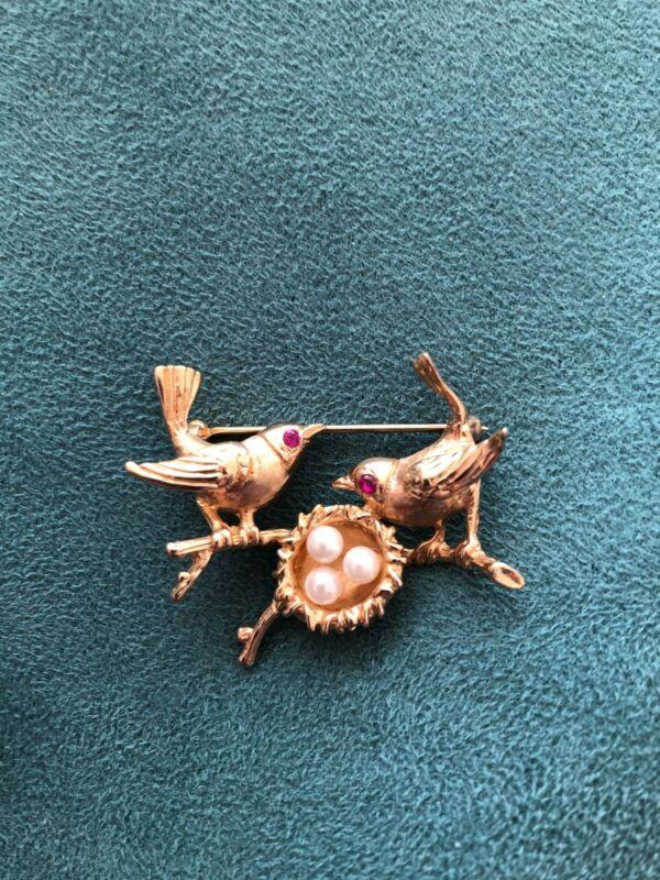 Estate vtg 14K gold pin pr birds w/ruby eyes & nest w cultured pearls brooch