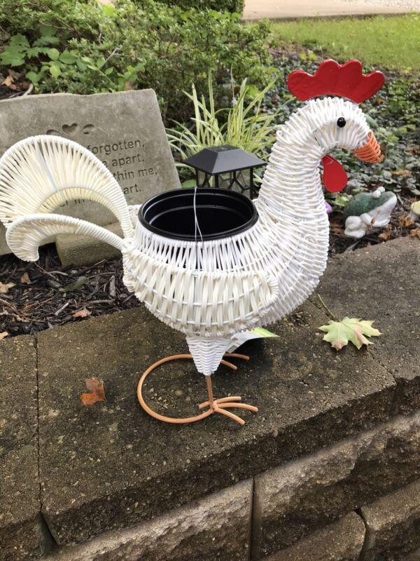Resin Wicker Look Rooster Planter Indoor/Outdoor  w/plastic flower pot NWT