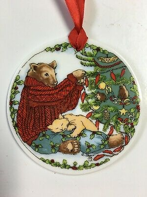 TRIMMING THE TREE - SANTA BARBARA CERAMICS DESIGN - VERY NICE - 1995 - FREE SHIP