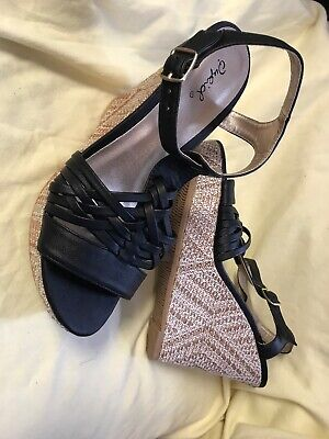 Qupid Wedge Shoes Size 8 Black Top Brown Sides