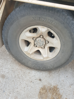 Looking for two Gxl rims for Toyota r16 cash waiting