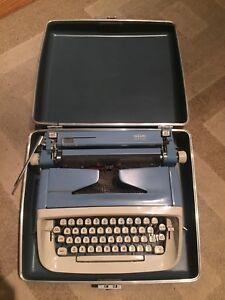 Royal Safari Typewriter Vintage Collectable