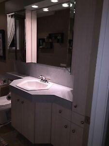 Vanité, armoires et miroirs de salle de bain