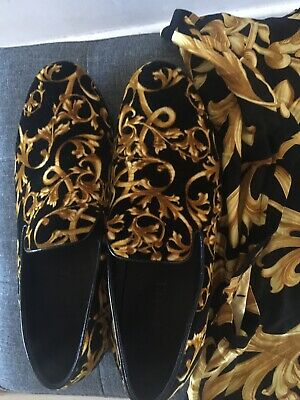 Men's Versace Shoes Size 7( Eu 41)  &  S/M. T.Shirt.