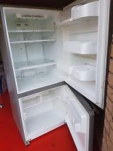 LG fridge to sell Macquarie Fields Campbelltown Area Preview