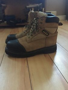 New steeled toe MENS  size 10 boots only warn twice