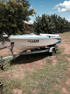 BOAT FIBREGLASS SAVAGE - hull and trailer only. Moore Creek Tamworth Surrounds Preview
