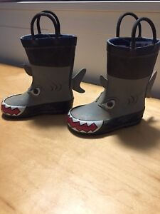 Shark lined rain boot- size 5