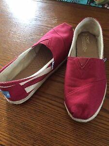 Chaussures femme TOMS classique jamais portées