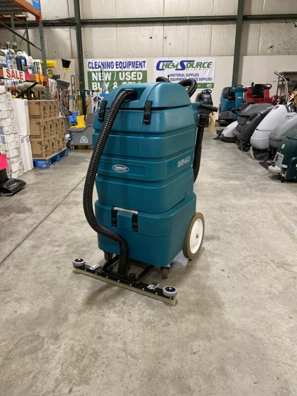 Reconditioned Tennant 3540 Battery Wet Dry Vac w. Front Mount Squeegee