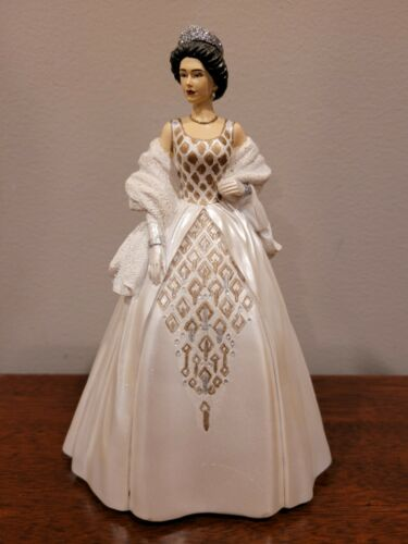Queen Elizabeth Figurine New Zealand Hamilton Collection Royal Style 2014
