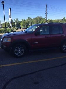 2007 Ford Explorers XLT