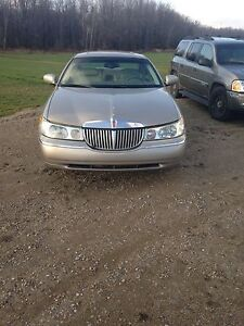 2000 Lincoln Towncar London Ontario image 4