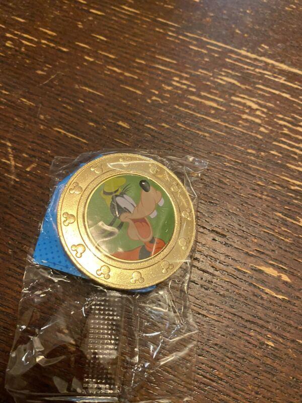 Disney Wonder Mates Goofy Green Mickey Friends Challenge Coin Token Medallion