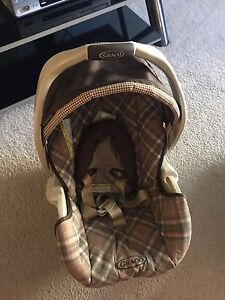 Baby  Car seat  Graco  on sale as is