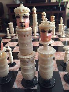 Vintage Mexican Pulpit Face bone chess set