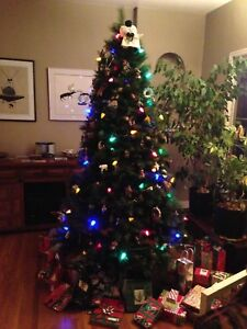 7.5' artificial Christmas Tree - FREE