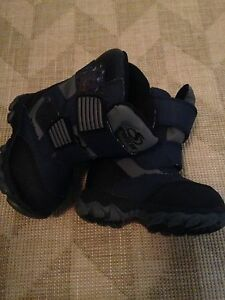 Toddler Boys Size 5 SporTek Winter Boots