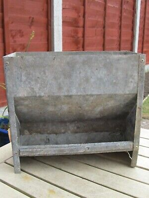 VINTAGE GALVANISED METAL CHICKEN FEEDER CAN BE HUNG FENCE WALL PLANTER 24CMS f2