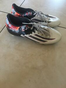 Soccer cleats Adidas size 8.5 mens