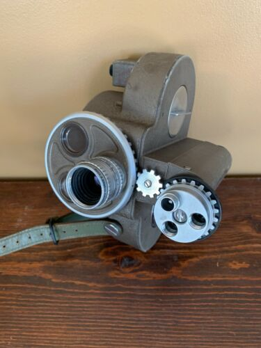 Vintage Bell & Howell 70HR 16 MM CAMERA W / Bell & Howell 1 Inch Lens
