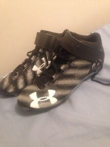 Under Armour Football Cleats (size 11)