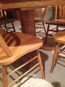 Oak table and chairs  Stratford Kitchener Area image 3