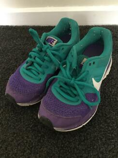 Girls Nike shoes US size 1Y