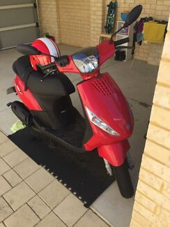 Scooter Piaggio Zip 50cc with a lot of extra!! Butler Wanneroo Area Preview