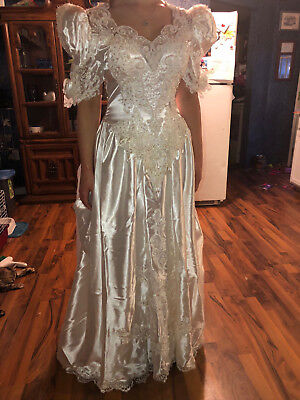 Vintage style Bonny wedding dress with lace and beading details size 12