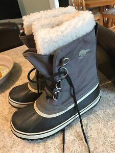 Women's grey sorel waterproof winter boots size 8.5