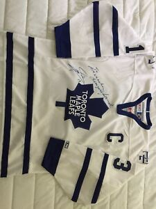 Autographed Mats Sundin Maple Leafs Jersey