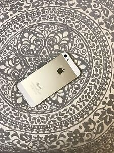 GOLD IPHONE 5s FOR SALE MINT CONDITION