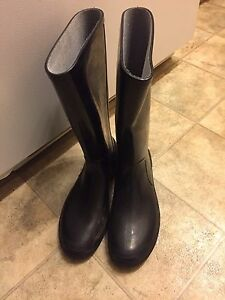 Black rubber boots (not steeled toe)