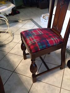 Antique chairs queen Ann clean no scratches 4 for 100$
