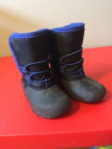 Size 8 toddler boy's winter boots
