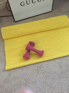 Yoga mat and 2x2lbs weights