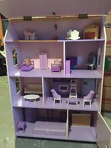 Maison de Barbie mauve