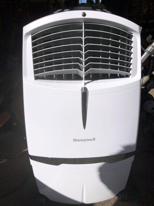 Honeywell CL30XCWW 525 CFM Indoor Portable Evaporative Air Cooler White