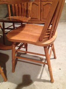 Oak table and chairs  Stratford Kitchener Area image 6