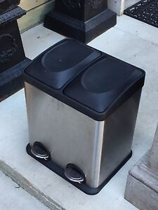 Garbage can/ recycling can