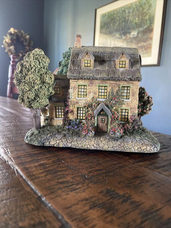 "Thomas Kinkade 1999 ""Stonebrooke Inn"" Lamplight Hawthorne Village Light-Up House"