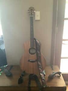 Taylor GS mini-E w/ Guitar stand, stool and strap
