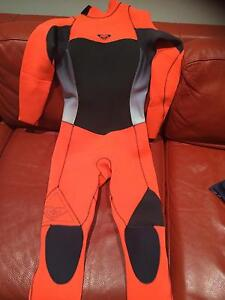 Roxy Wetsuit- worn once Steamer 3/2mm almost new receipt and tag Newcastle Newcastle Area Preview