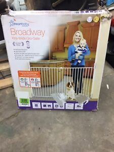 Dream baby broadway xtra wide baby / pet gate gro gate NEW