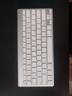 Apple bluetooth keyboard (authentic)