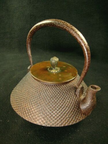 ANTIQUE JAPANESE (c.1880) CAST IRON TEA POT TETSUBIN CHOSHI HAIL PELLET DESIGN