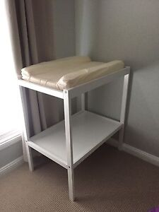 Change table with pad Spring Farm Camden Area Preview