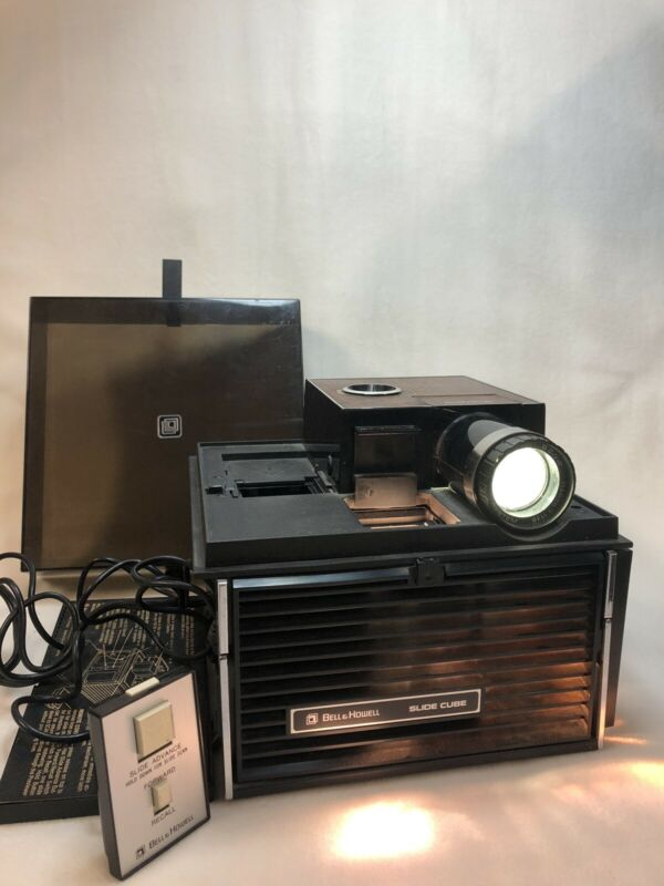 Bell & Howell Slide Cube Projector w/ wired remote, TESTED AND WORKS